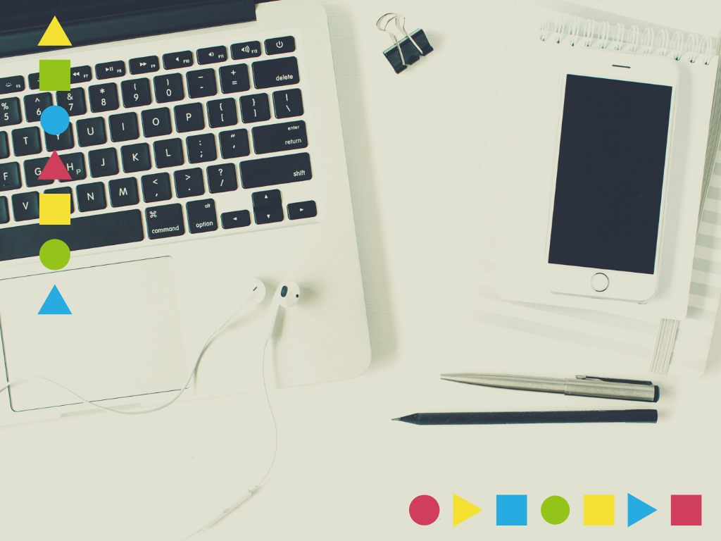 Historia i rozwój e-wolontariatu grafika dekoracyjna do artykułu z laptopem